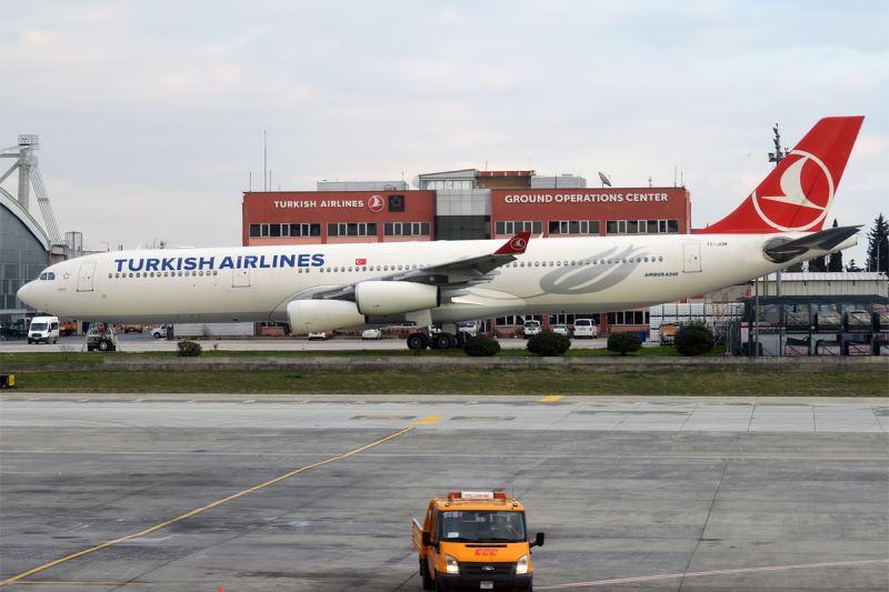 """Serinin ilk uçağı TC-JDJ 'İstanbul' Temmuz 1993'te, TC-JDM tescili """"İzmir"""" uçağı ise Nisan ayında Türk Hava Yolları filosuna teslim edildi."""