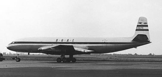 De Havilland Comet dünyanın ilk jet motorlu yolcu uçağı olarak tanıtıldı.