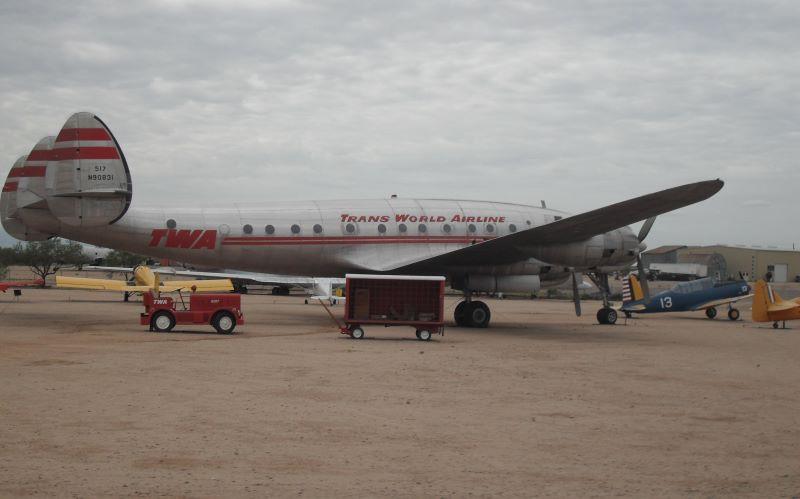 Havacılık tarihinde ilk yere çekilen uçak 1945 yılında hizmet vermeye başlayan Lockheed Constellation oldu.
