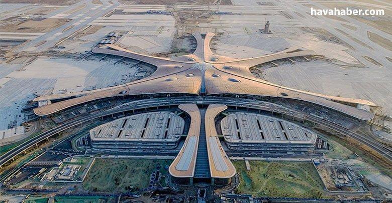 Beijing Daxing Uluslararası Havalimanı'nda dört uçak piste güvenli bir şekilde iniş yaptı. Böylece havalimanında ilk yolcu uçağı deneme uçuşları tamamlandı.
