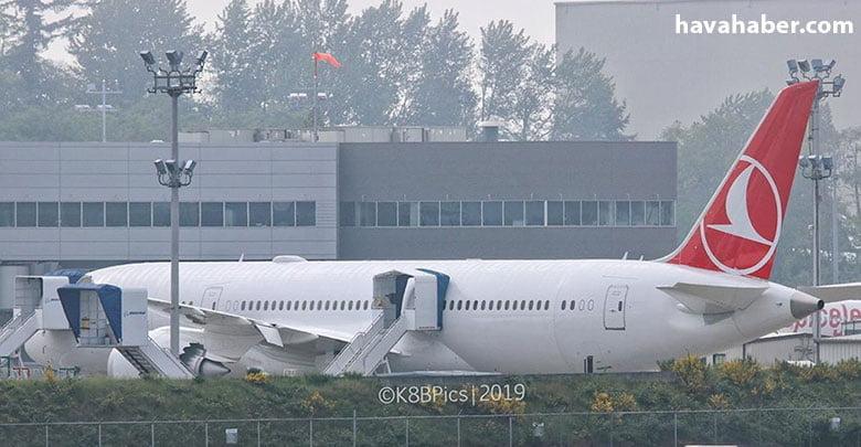 Türk Hava Yolları'nın ilk Dreamliner uçağı montaj hattından çıktı