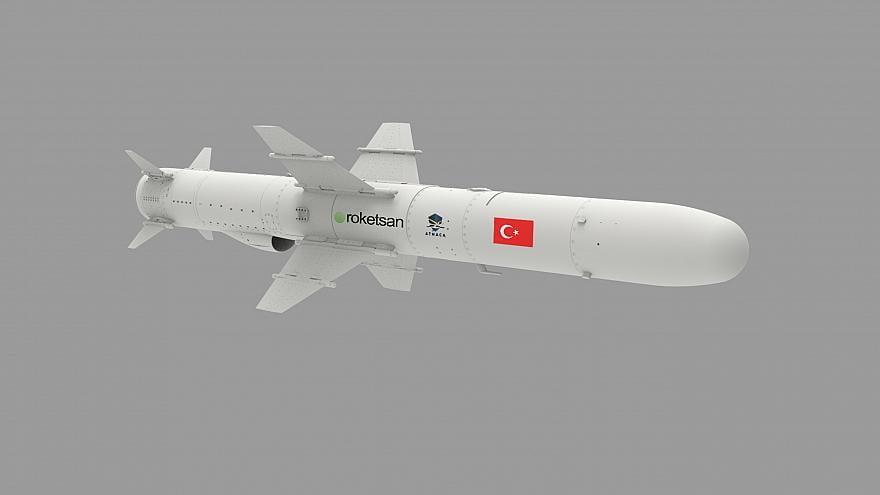 Yapımına 2009 yılında başlanan ve yaklaşık 10 yıllık bir çalışmanın sonunda geçtiğimiz kasım ayında ilk test görüntüleri yayınlanan milli gemisavar füzesi ATMACA, İstanbul'daki IDEF'in en dikkat çeken ürünleri arasında yeraldı.