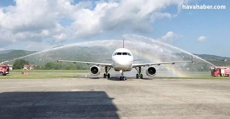 Türk Hava Yolları'nın (THY) İstanbul- Zonguldak seferleri başladı. İstanbul Havalimanı'ndan Zonguldak Havalimanı'na gelen ilk uçak, su takıyla karşılandı.