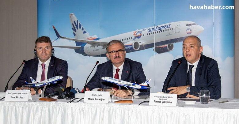 SunExpress Genel Müdürü Jens Bischof, SunExpress Genel Müdür Yardımcısı Ahmet Çalışkan, basın mensuplarıyla merkezi Antalya'da bir araya geldi.